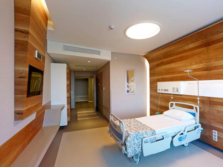 LİNA MİMARLIK – ACIBADEM HASTANESİ ATAKENT:  tarz Hastaneler, Modern