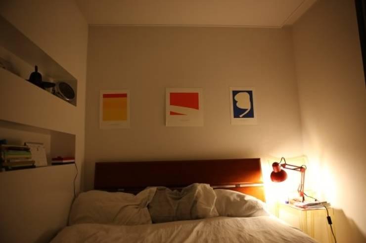 안방 : 공간의 실용적인 분리 모던스타일 침실 by The livingfactory 모던