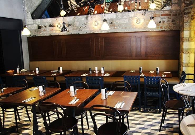 Karosiman Desenli Yer Karoları – Karosiman / Güney Restaurant:  tarz Duvarlar, Minimalist Taş