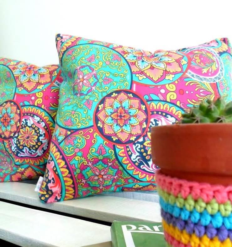 Textiles para renovar tu ambiente: Livings de estilo  por Las Candelarias,