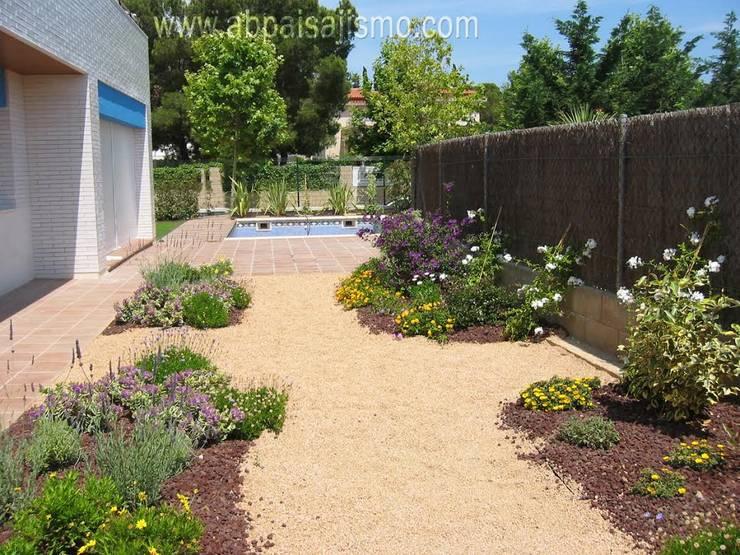 Jardín Sostenible: Jardines de estilo  por abpaisajismo