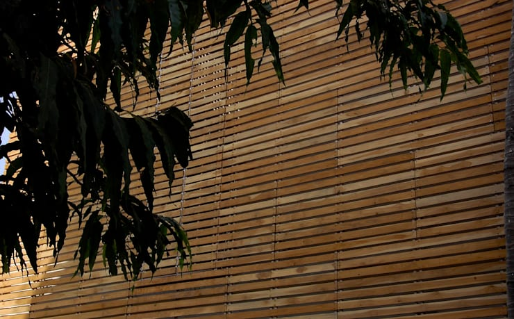 B HOUSE:  Corridor & hallway by KIRON CHEERLA ARCHITECTURE