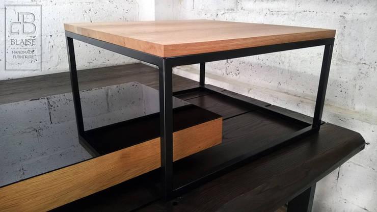 Stolik kawowy: styl , w kategorii  zaprojektowany przez Atelio,Industrialny Drewno O efekcie drewna