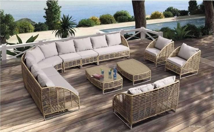 Muebles Exterior: Balcones y terrazas de estilo  por MUEBLES BEK