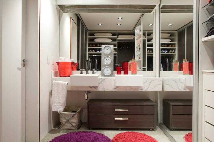 Loft no bairro Jardim Paulista: Banheiros modernos por EVELIN SAYAR ARQUITETURA E INTERIORES