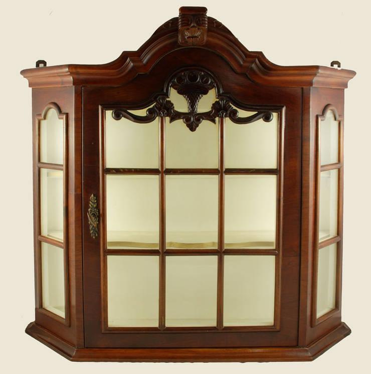 Mahonie hangvitrinekastje:   door Smeerling Antiek & Restauratie, Klassiek Hout Hout