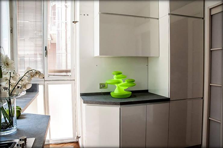 parete elettrodomestici: Cucina in stile  di My Home Attitude - Barbara Sala