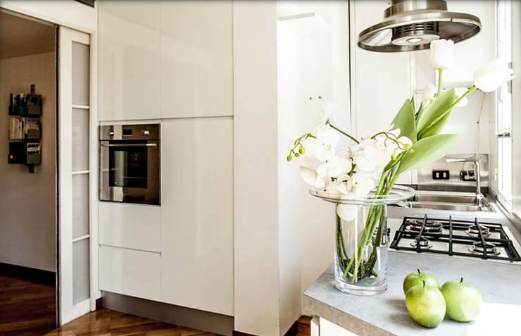 parete forno: Cucina in stile in stile Moderno di My Home Attitude - Barbara Sala