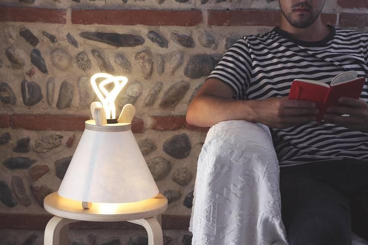Salas/Recibidores de estilo  por Lavu Lamp