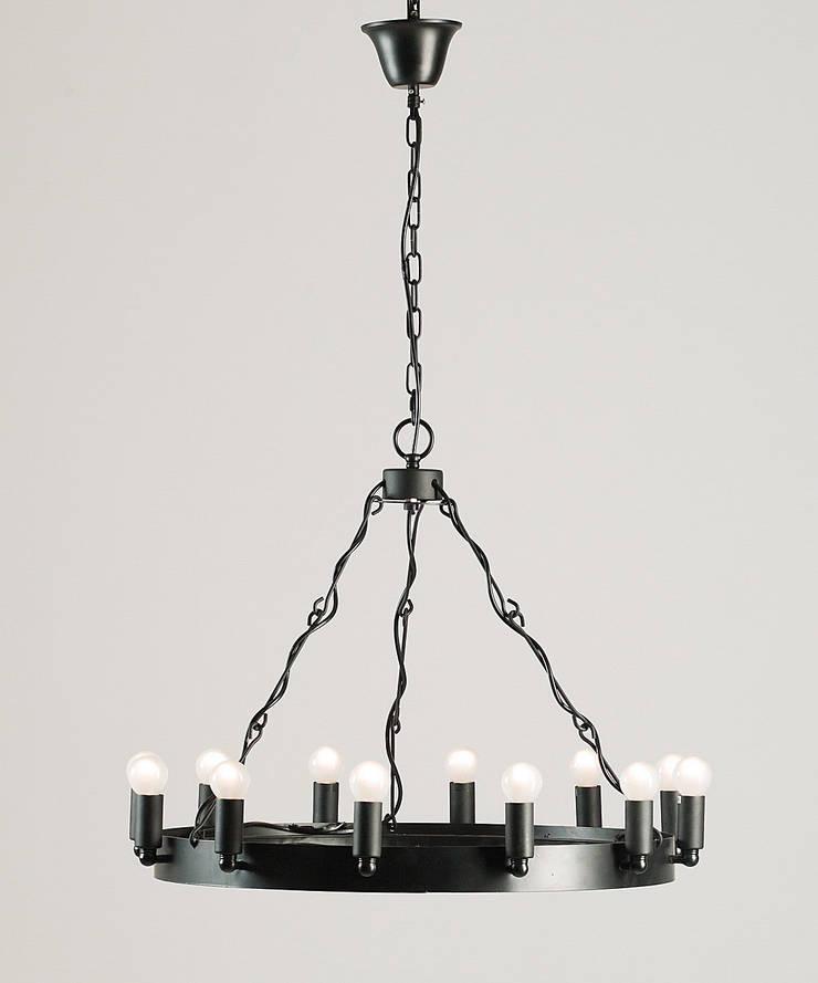 CROWN 1 – METALOWA LAMPA WISZĄCA: styl , w kategorii Salon zaprojektowany przez Altavola Design Sp. z o.o.