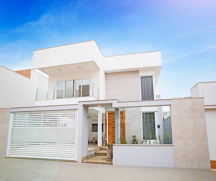 房子 by Cristiane Locatelli Arquitetos & Associados, 現代風