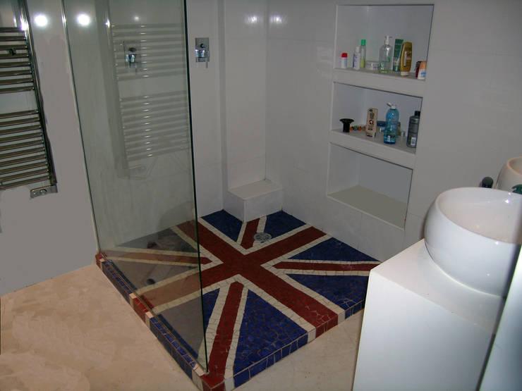 Mozaique: Salle de bain de style  par Moz-art mosaique