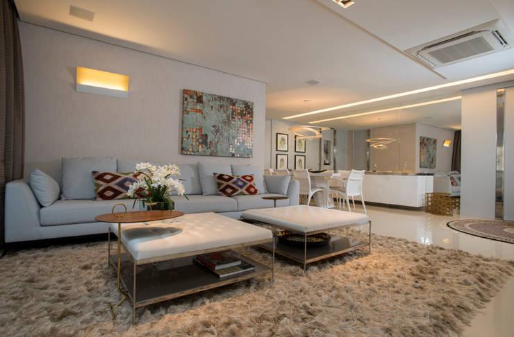 Apartamento Integrado: Salas de estar  por EL ARQUITETURA E INTERIORES
