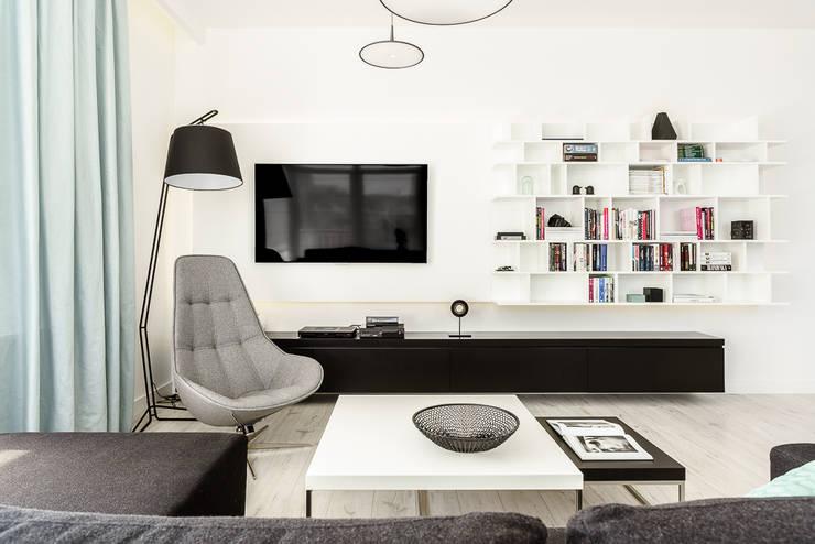 mieszkanie prywatne 3 pokoje czarno-białe – apartamenty na polanie – Gdynia : styl , w kategorii Salon zaprojektowany przez Anna Maria Sokołowska Architektura Wnętrz ,