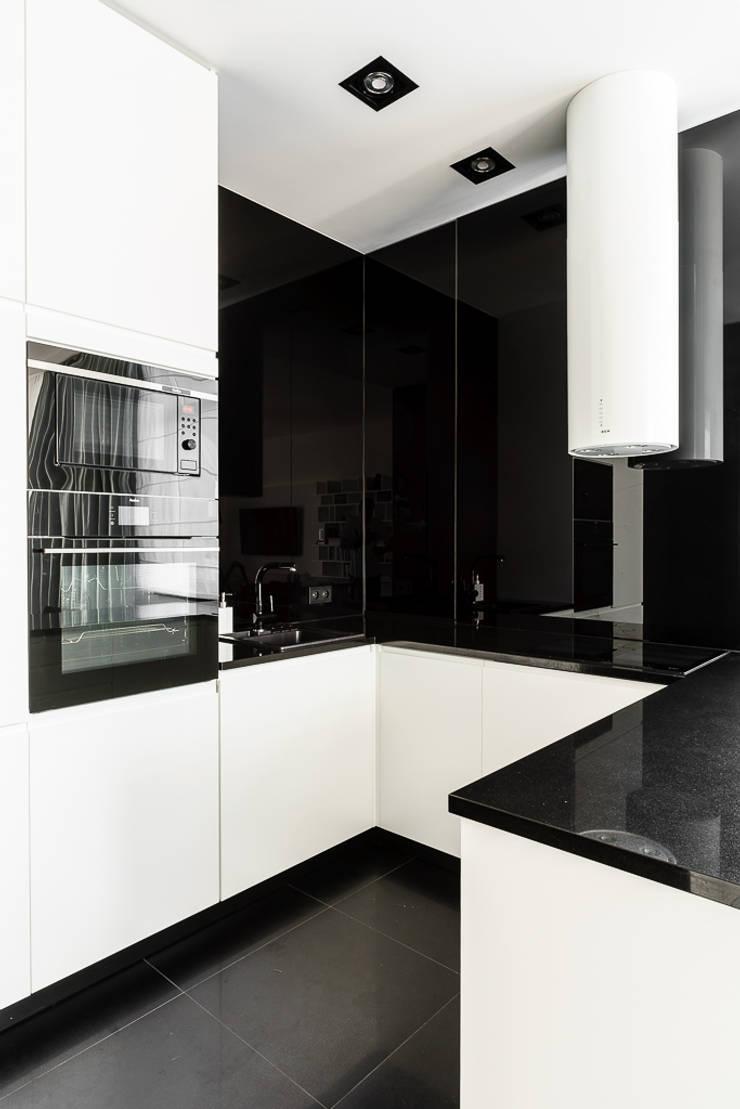 mieszkanie prywatne 3 pokoje czarno-białe – apartamenty na polanie – Gdynia : styl , w kategorii Kuchnia zaprojektowany przez Anna Maria Sokołowska Architektura Wnętrz ,