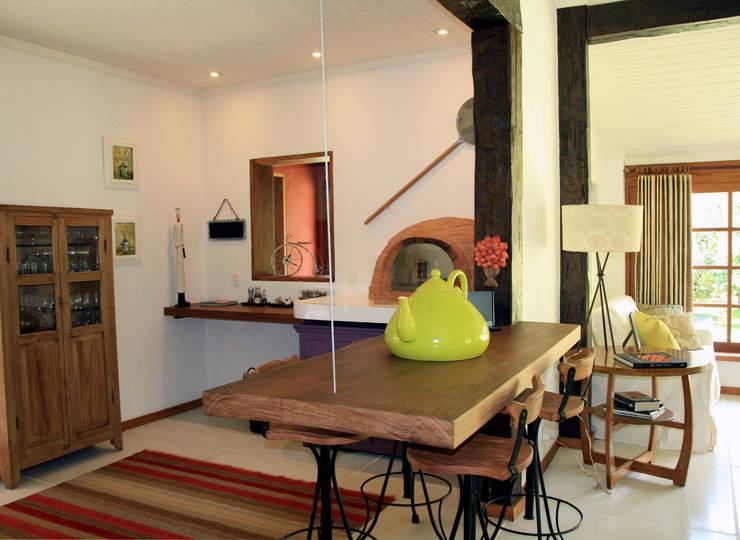 Dining room by FLAVIO BERREDO ARQUITETURA E CONSTRUÇÃO