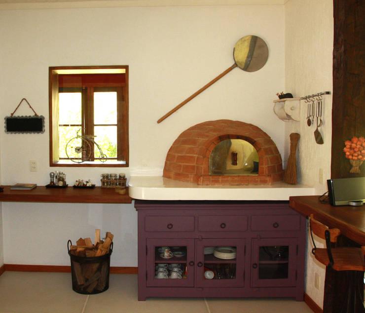 Cocinas de estilo  de FLAVIO BERREDO ARQUITETURA E CONSTRUÇÃO, Colonial