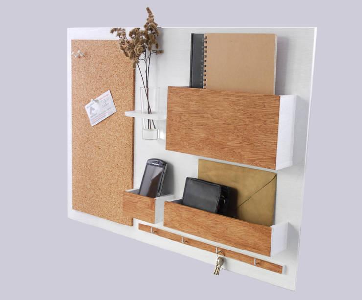 Organizer - 63x45 cm, drewniany - biały plus: styl , w kategorii Domowe biuro i gabinet zaprojektowany przez Silva Design