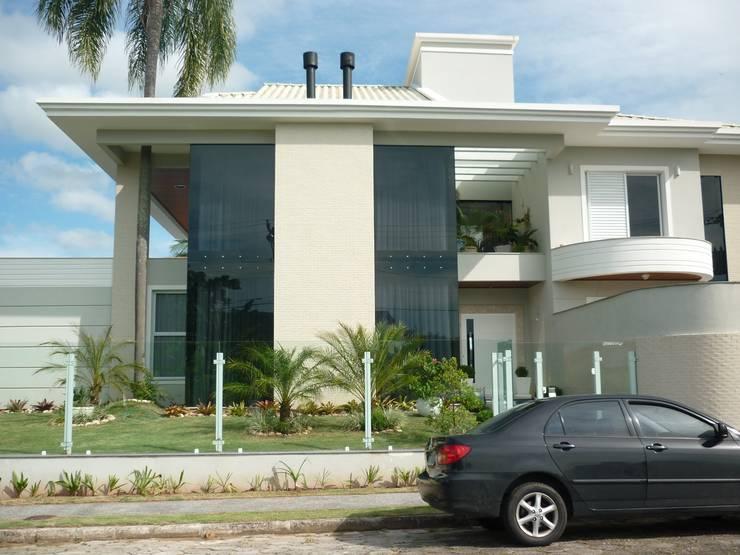Residência Jardim Anchieta: Casas  por ANNA MAYA ARQUITETURA E ARTE,Clássico Vidro