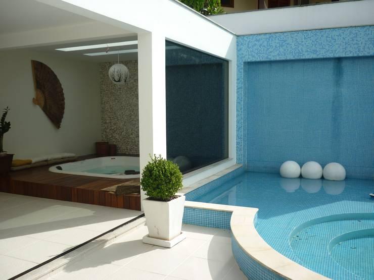 Residência Jardim Anchieta: Spas  por ANNA MAYA ARQUITETURA E ARTE,Clássico Cerâmica