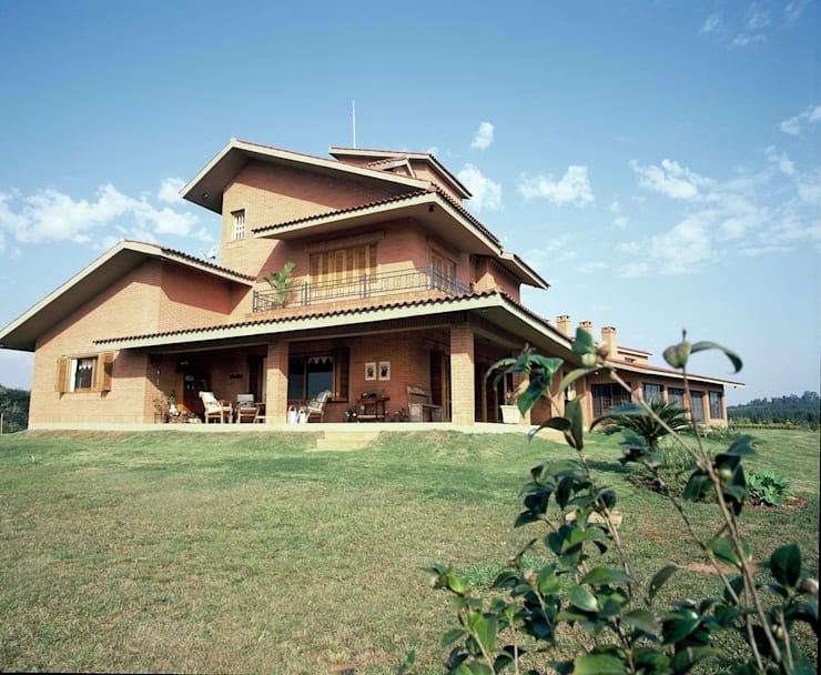 Fachada Lateral Esquerda: Casas  por IDALIA DAUDT Arquitetura e Design de Interiores