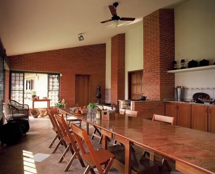 Cucina in stile  di IDALIA DAUDT Arquitetura e Design de Interiores
