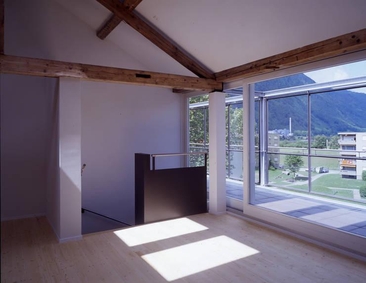 Umbau Altes Kosthaus  - Ziegelbrücke:  Wohnzimmer von Arcoop