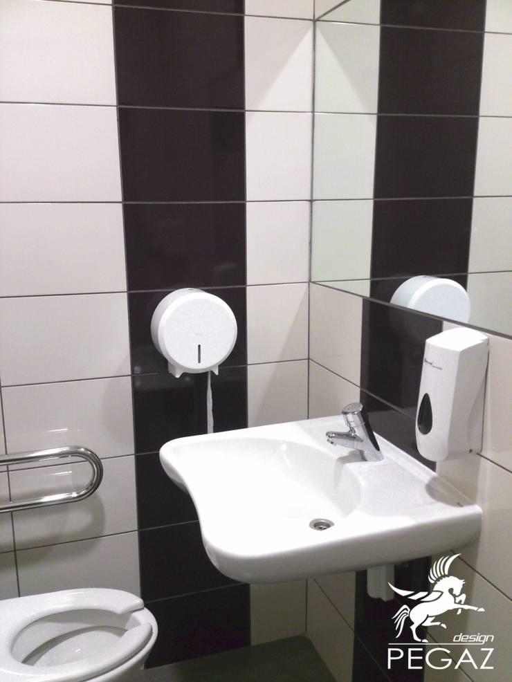 Łazienka dla niepełnosprawnych: styl , w kategorii Łazienka zaprojektowany przez Pegaz Design Justyna Łuczak - Gręda