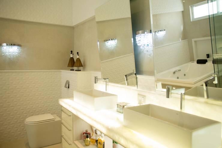 INTERIORES: Banheiros ecléticos por BOULEVARD ARQUITETURA