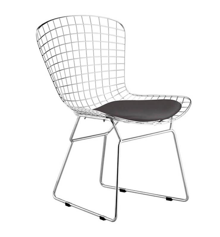 Beware Chair: Hogar de estilo  por Idelika