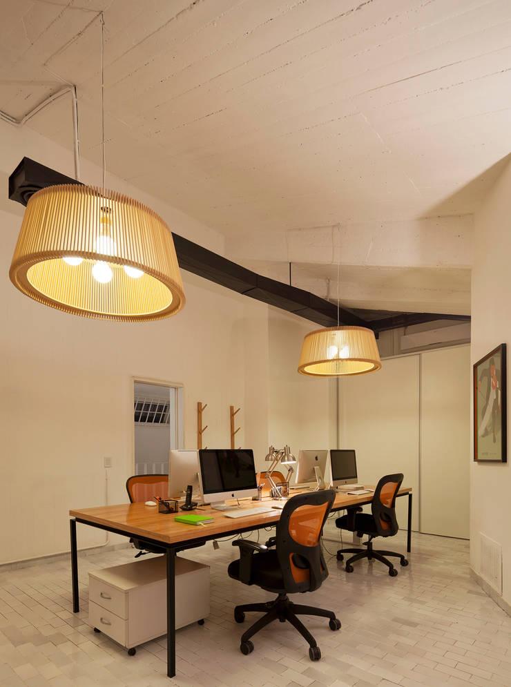 Agencia Creativa DHNN: Casas de estilo  por dynamo