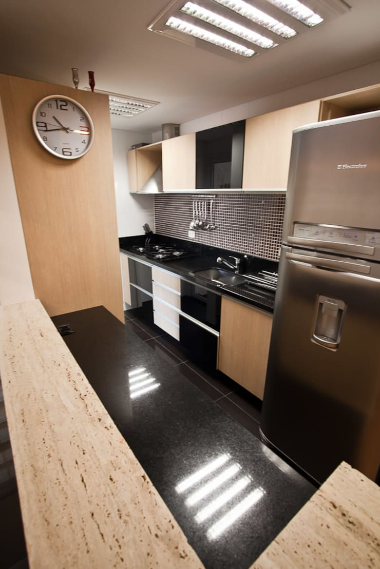 Apartamento : Cozinhas modernas por RP Arquitetura
