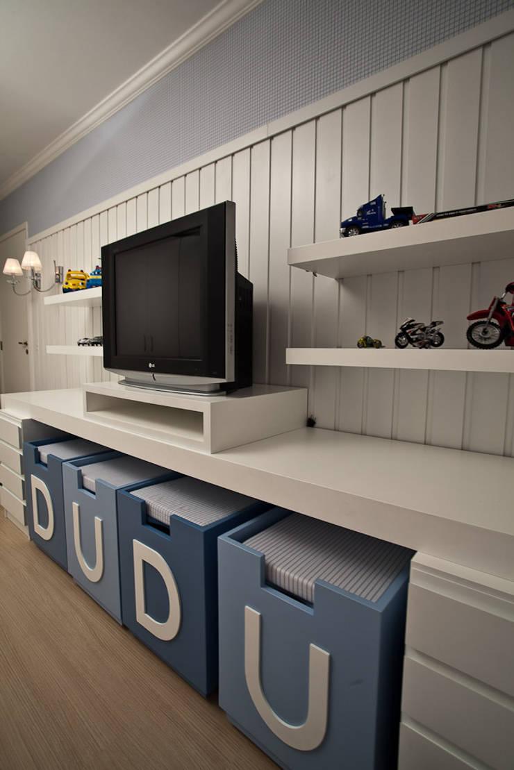 Residência EV: Quarto infantil  por RP Arquitetura,
