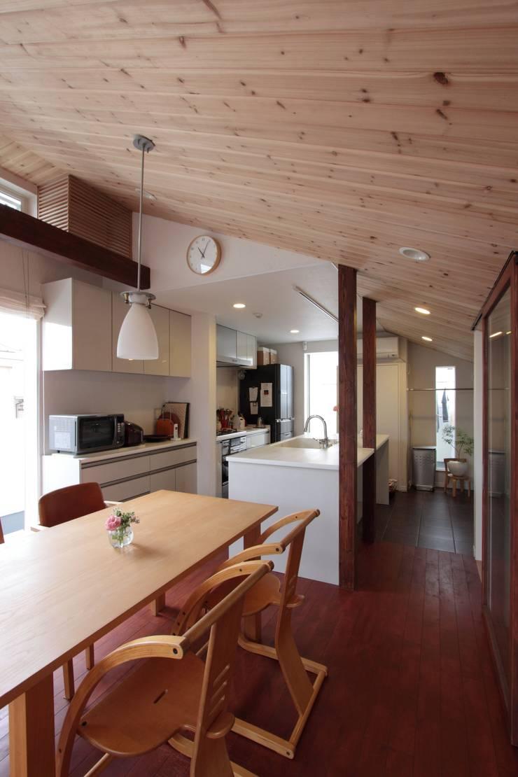 光と風が通り抜ける都心の家: アトリエグローカル一級建築士事務所が手掛けたキッチンです。