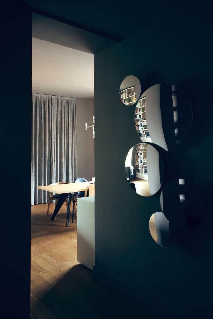house#01 soggiorno:  in stile  di andrea rubini architetto, Scandinavo Pelle Grigio