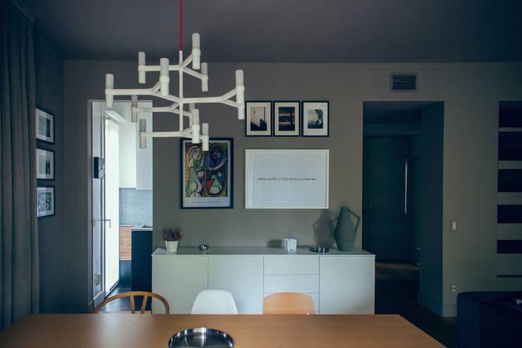 house#01 soggiorno: Sala da pranzo in stile  di andrea rubini architetto, Scandinavo Legno Effetto legno