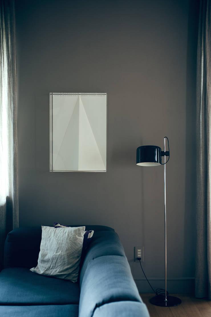 house#01 soggiorno:  in stile  di andrea rubini architetto, Moderno Carta