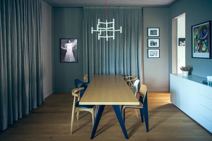 house#01 sala da pranzo: Sala da pranzo in stile  di andrea rubini architetto, Scandinavo Legno Effetto legno