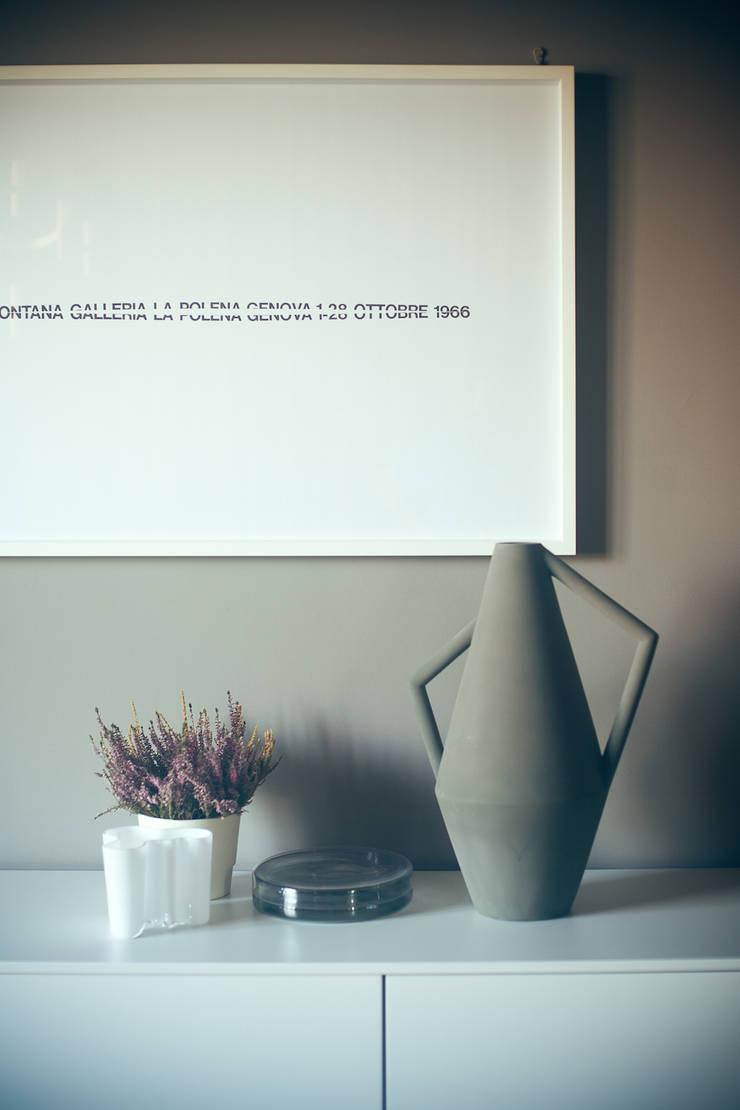 house#01 accessori:  in stile  di andrea rubini architetto, Minimalista Carta