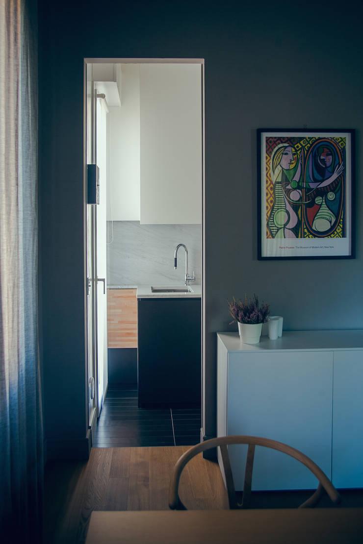 house#01 cucina: Cucina in stile  di andrea rubini architetto, Minimalista Marmo