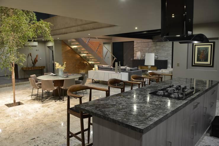 Casa Palenque: Cocinas de estilo  por Con Contenedores S.A. de C.V.