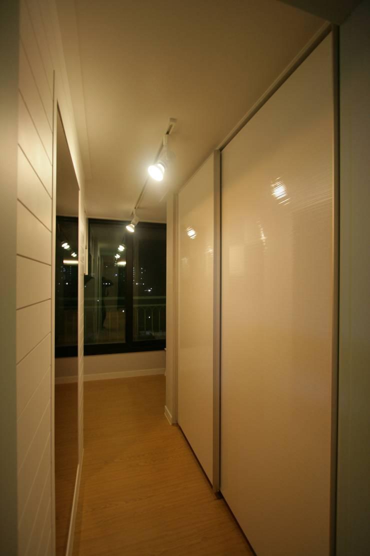 호텔식 트윈룸_34py: 홍예디자인의  드레스 룸
