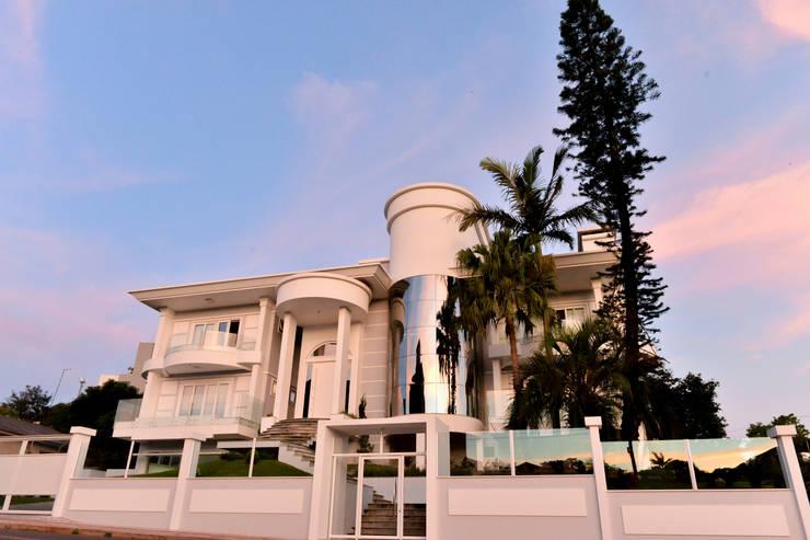 Casa Clássica: Casas clássicas por Márcia Pilz Arquiteta e Urbanista