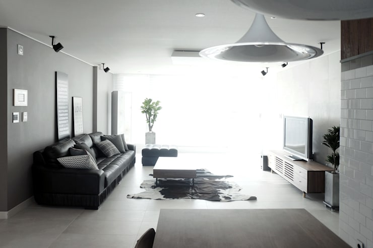 44평형 아파트 인테리어 전체시공부터 스타일링까지: 마르멜로디자인컴퍼니의  거실