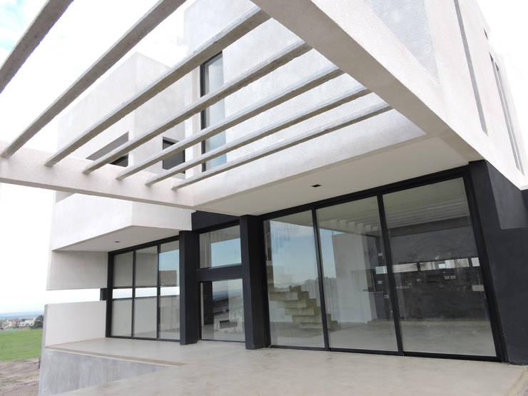 Casa LL: Terrazas de estilo  por jose m zamora ARQ,