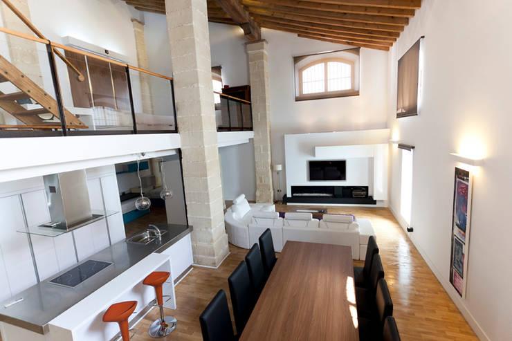 reforma Vivienda: Salones de estilo  de AZD Diseño Interior