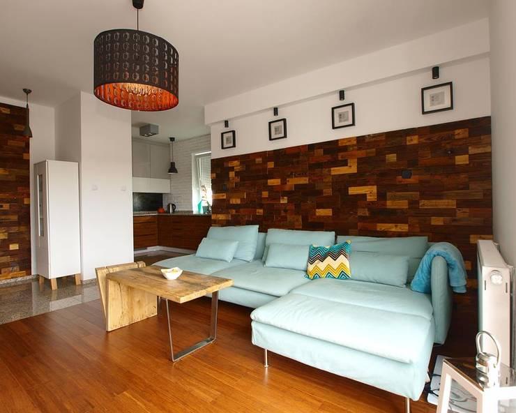 Panele ścienne klapka Mozaika drewniana: styl , w kategorii Ściany i podłogi zaprojektowany przez Atelier Projekt UmM,