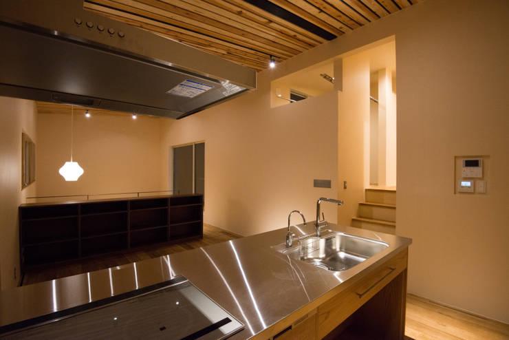 三御堂の家: 市川設計スタジオが手掛けたキッチンです。