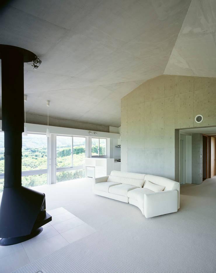 2階婦人室: Guen BERTHEAU-SUZUKI  Co.,Ltd.が手掛けた和室です。,