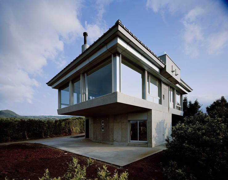 北側全景2: Guen BERTHEAU-SUZUKI  Co.,Ltd.が手掛けた家です。,